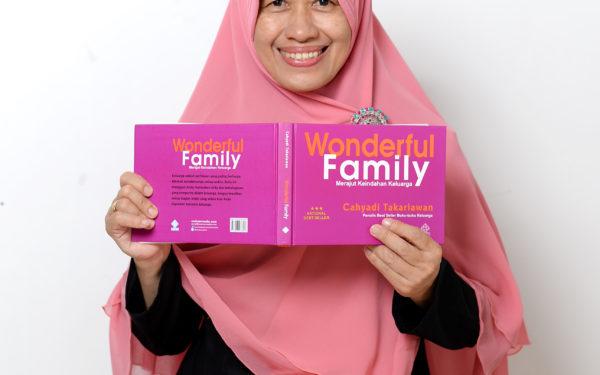 Ida Nur Laila: Mengelola Aktivitas di Rumah dan Aktivitas Sosial dengan Seimbang
